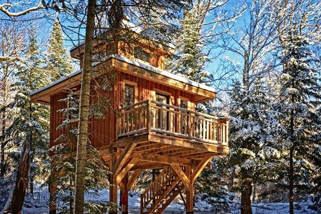4 cabanes dans les arbres à essayer en famille cet hiver