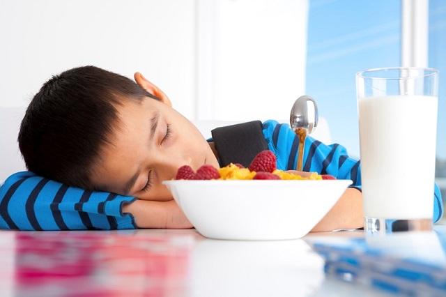 Sommeil et alimentation: dormir plus, manger moins
