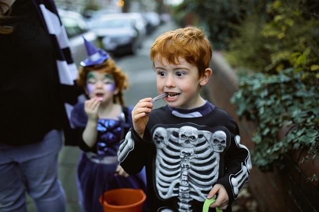 Comment gérer les bonbons d'Halloween de vos enfants?