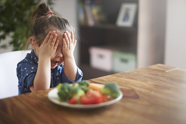 Enfant difficile: que faire avec un enfant qui ne veut pas manger?