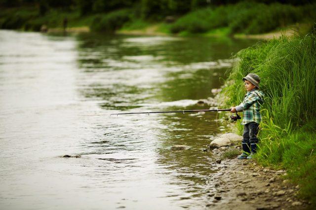 Pêche urbaine: 21 endroits où taquiner le poisson en ville