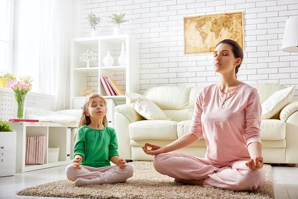 Méditation pleine conscience en famille : 6 trucs pour la pratiquer