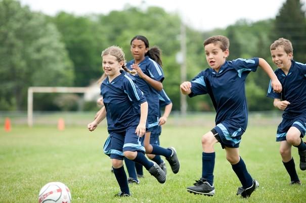 4 raisons d'inscrire votre enfant au soccer cette année