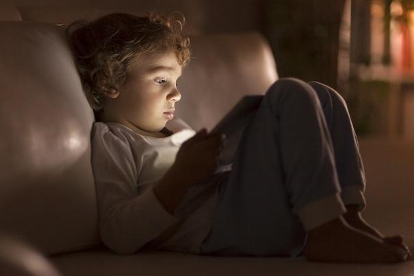 Cyberdépendance: est-ce que mon enfant a une dépendance aux écrans?