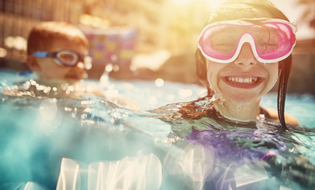 7 activités rafraichissantes à faire dans la piscine cet été