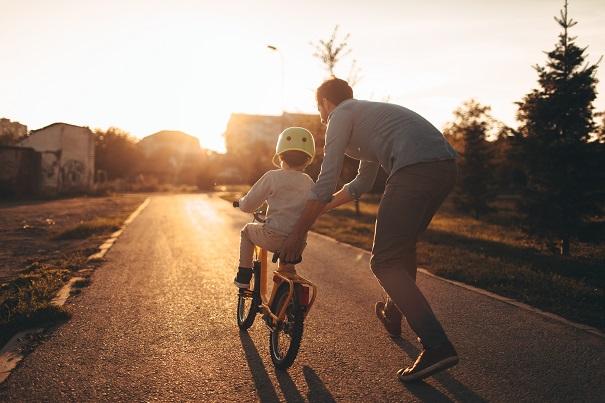 Cinq sports extérieurs à pratiquer avec vos enfants au printemps