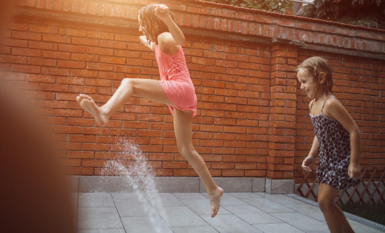5 façons d'aménager la cour pour laisser les enfants jouer seuls