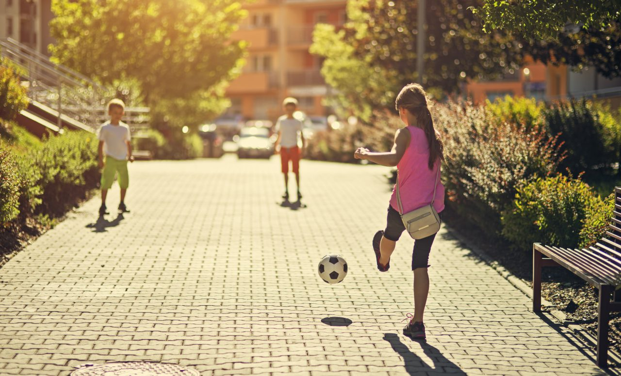 J'ai laissé mes enfants jouer dehors seuls (et ils sont toujours en vie!)