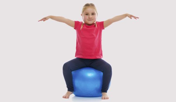 Quand le ballon d'exercice remplace la chaise d'école