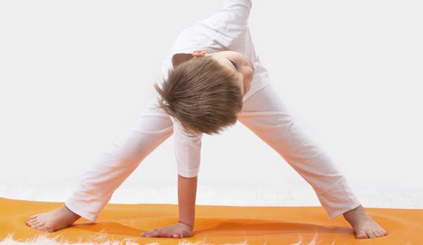 5 positions de yoga à faire avec son enfant