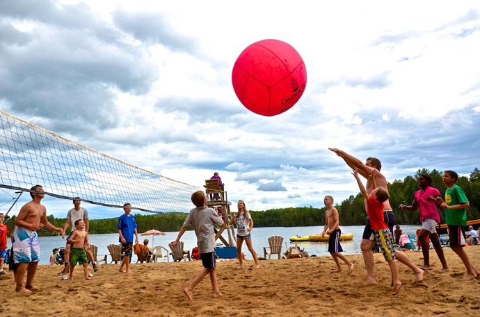 Les camps familiaux québécois: des «tout-inclus» financièrement accessibles