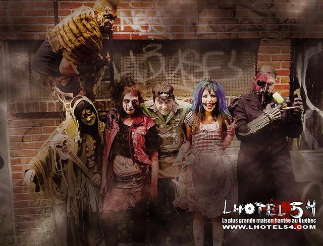 Personnes déguisées en zombies