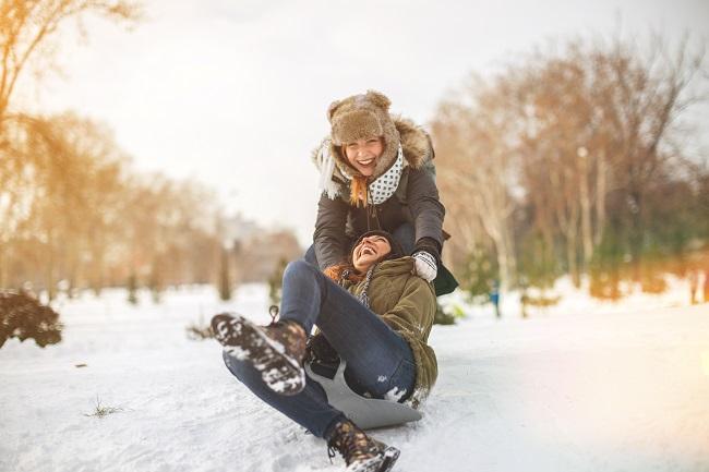 Les filles jouent moins dehors que les garçons: comment remédier à la situation?