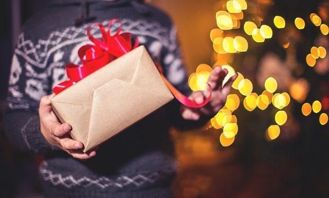 enfant-cadeau-noel