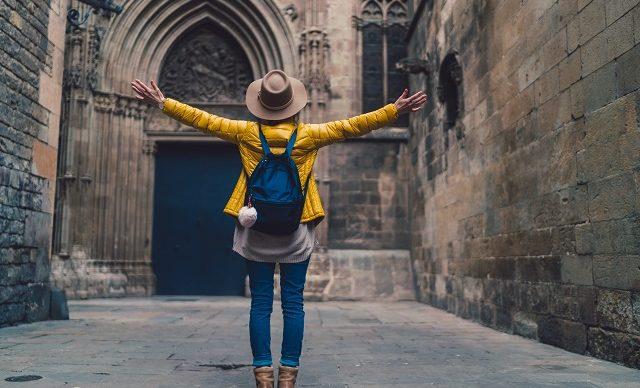 jeune-femme-voyage-seule-mere