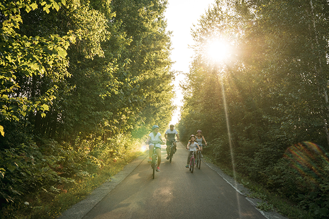 Pedaler-sur-les-pistes-cyclables-velo-tourisme-monteregie