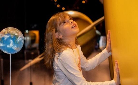Explorer l'espace au Cosmodome de Laval