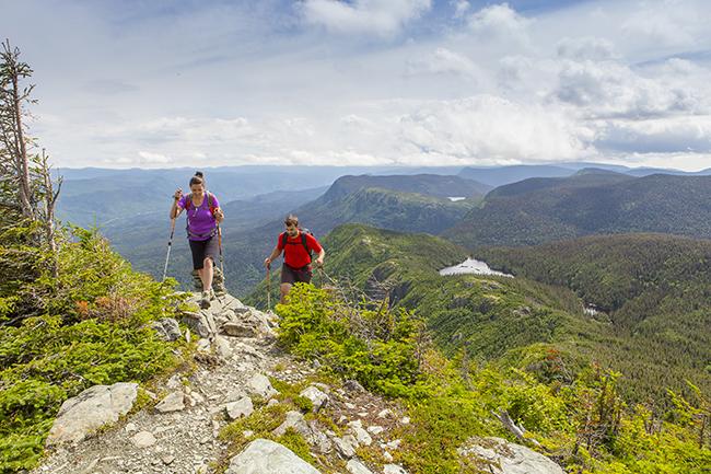 atteindre-des-sommets_parc_national_gaspesie_mathieu_dupuis