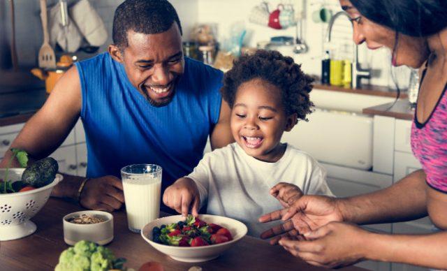 phrases à dire pour aider les enfants à manger