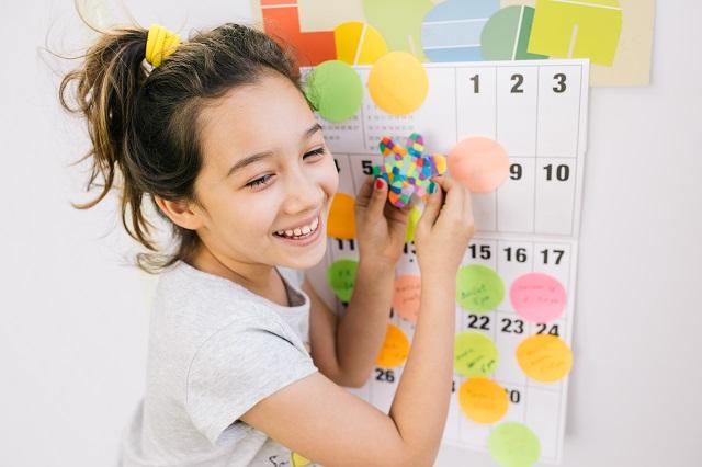 Horaires et routines pendant la crise du coronavirus: organiser le quotidien à la maison avec les enfants