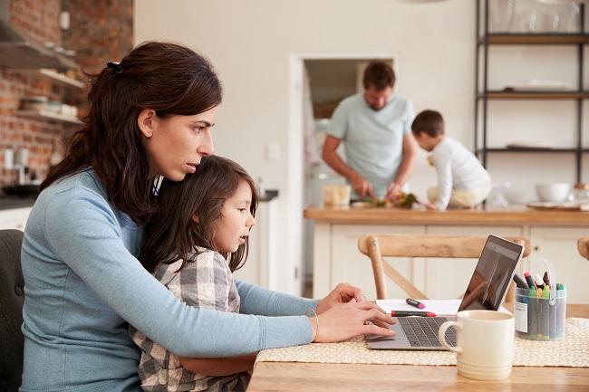 Coronavirus: comment concilier travail, famille et confinement sans culpabilité?