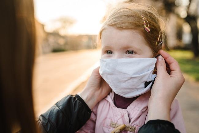 Masque facial: apprendre aux enfants à le porter en toute sécurité