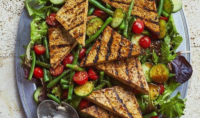 recette de salade santé au tofu mariné et grillé