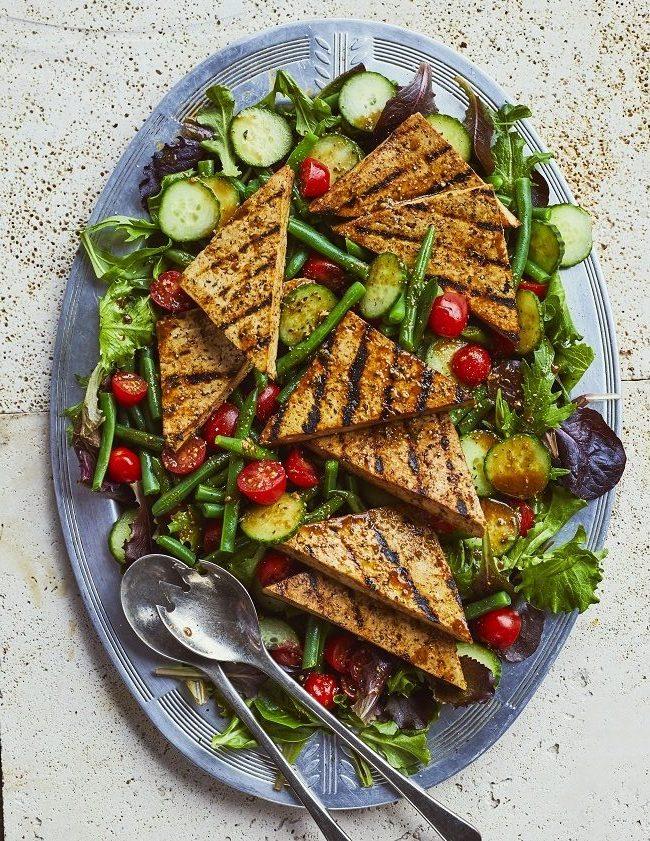 1. Salade d'été au tofu mariné et grillé