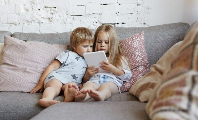 TITRE DE L'ARTICLE : Les enfants canadiens sédentaires
