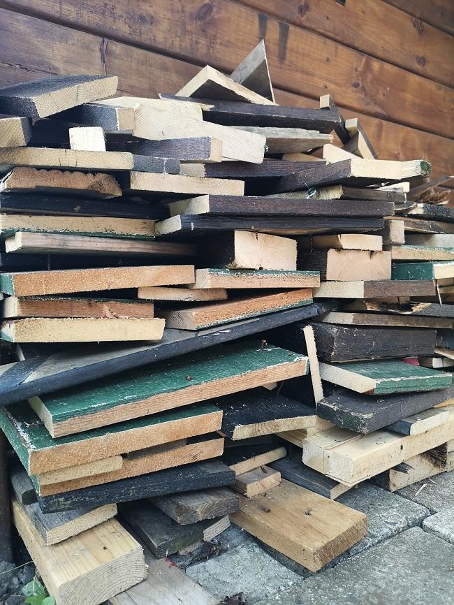 pile de bouts de bois