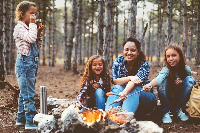 Camping monoparental: les meilleurs trucs pour partir en solo avec les enfants