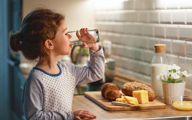 10 trucs pour boire plus d'eau