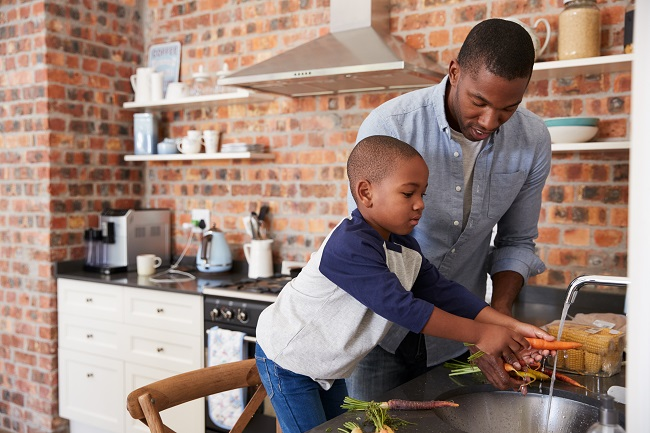 Comment être un bon modèle alimentaire pour son enfant