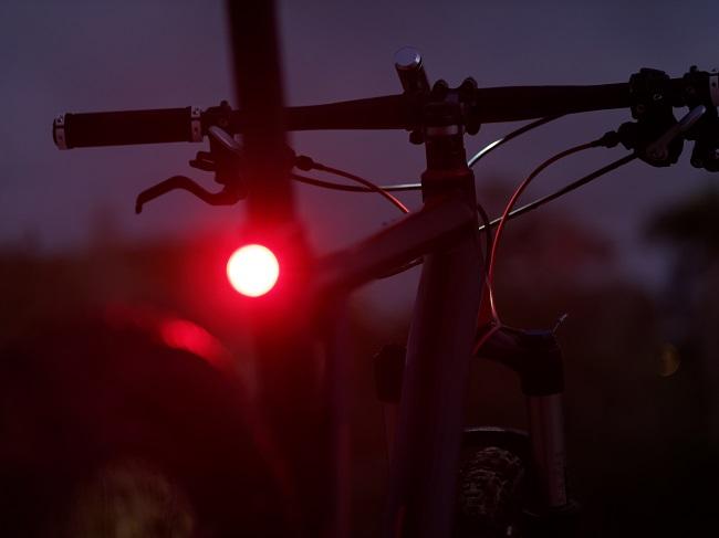 4 trucs pour être visible à vélo le soir et la nuit