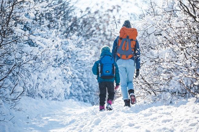 Marche et randonnée en hiver: comment réussir vos sorties en famille