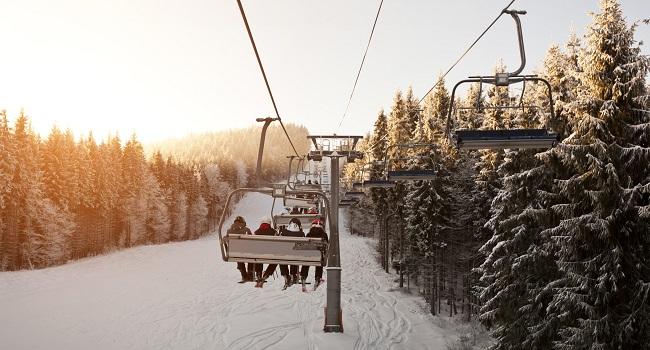 Ski alpin-et-planche-a-neige-petit-guide-pour-debuter-en-famille