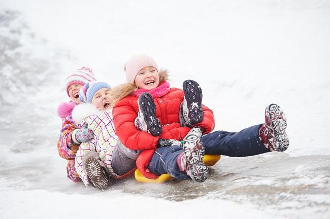 glissades hiver et jeux extérieur vifa magazine