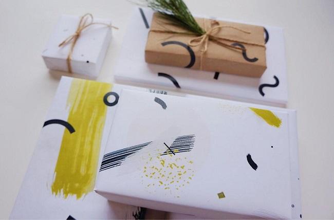 Cadeaux imprimés avec du papier à motifs