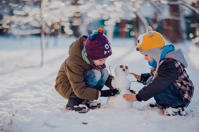 9 idées d'activités familiales pour passer à travers le confinement cet hiver