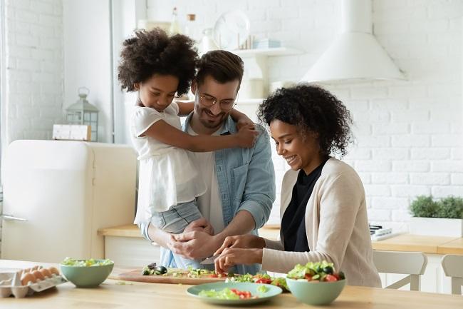 Préoccupation à l'égard du poids : comment renoncer aux régimes et manger avec bienveillance?