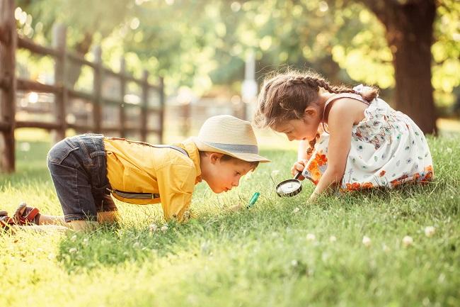 Apprendre en plein air : 10 expériences et activités à faire avec les enfants