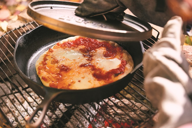 Recette de pizza dans la poêle en fonte